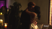 RD-Caps-2x12-The-Wicked-and-The-Divine-118-Archie-Veronica-kiss