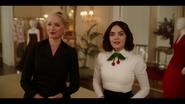 KK-Caps-1x01-Pilot-14-Gloria-Katy