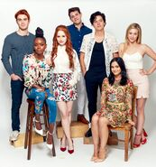 RD-S2-SDCC-2017-Madelaine-Petsch-Ashleigh-Murray-KJ-Apa-Casey-Cott-Cole-Sprouse-Lili-Reinhart-Camila-Mendes