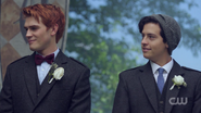 RD-Caps-2x01-A-Kiss-Before-Dying-130-Archie-Jughead