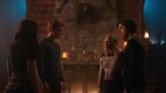 RD-Promo-2x14-The-Hills-Have-Eyes-19-Veronica-Archie-Jughead-Betty