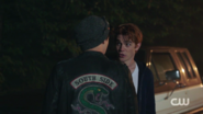 RD-Caps-2x07-Tales-from-the-Darkside-26-Jughead-Archie-Southside-Serpents-jacket