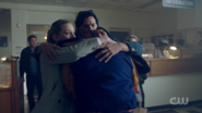 RD-Caps-2x01-A-Kiss-Before-Dying-31-Archie-Betty-Jughead-Veronica
