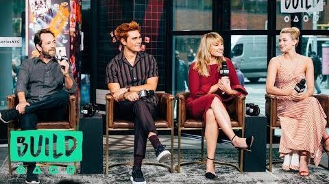 "KJ Apa, Lili Reinhart, Luke Perry & Mädchen Amick Chat Season 3 Of ""Riverdale"""