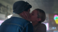 RD-Caps-2x05-When-a-Stranger-Calls-58-Betty-Jughead-kiss