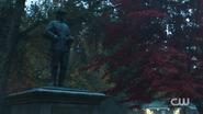 RD-Caps-2x11-The-Wrestler-06-Pickens-statue