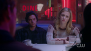 RD-Caps-2x14-The-Hills-Have-Eyes-131-Jughead-Betty