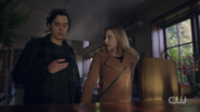 RD-Caps-2x14-The-Hills-Have-Eyes-78-Jughead-Betty