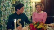 Season 1 Episode 7 In a Lonely Place Betty Jughead 5