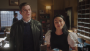 RD-Caps-5x06-Back-to-School-43-Chad-Veronica