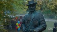 RD-Caps-2x11-The-Wrestler-102-Pickens-statue