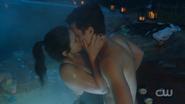 RD-Caps-2x14-The-Hills-Have-Eyes-51-Veronica-Jughead-kiss