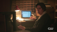 RD-Caps-2x03-The-Watcher-in-the-Woods-94-Jughead