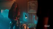 RD-Caps-2x05-When-a-Stranger-Calls-90-Toni-Hotdog