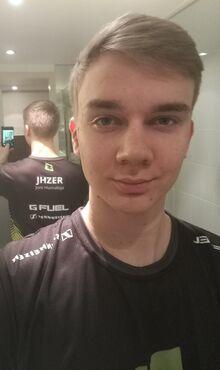 JHZER-F3-Selfie.jpg