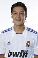 Mesut-zil-Real-Madrid-mesut-ozil-16505144-396-594