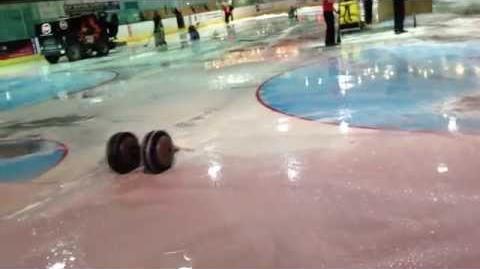 Robot Wars Legend Stinger driving on ice !!