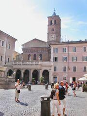 Santa Maria in Trastevere piazza.jpg