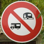 Panneau interdiction caravanes campingcars