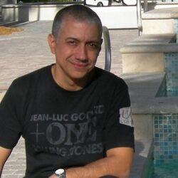 Gonzalo Flores.jpg