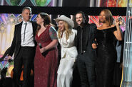 Celebrities-Stage-Grammys-2014-350x233