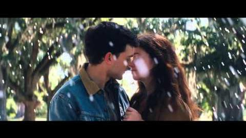 Beautiful Creatures - Official Trailer 2 HD