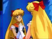 Sailor Venus viendose en un Espejo