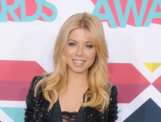 Jennette McCurdy at the 2013 TeenNick Halo Awards.png