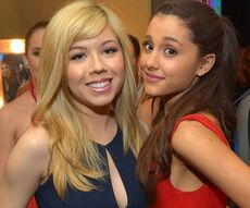 Ariana Grande and Jennette McCurdy at the Kids Choice Awards.jpg