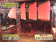 Nagano Makoto attempting Curtain Swing in SASUKE 18
