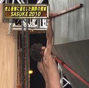 A tester demonstrating Ultimate Cliffhanger in SASUKE 25