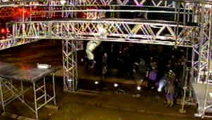 Kobayashi Shinji attempting Rumbling Dice in SASUKE 11.png