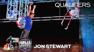 Jon_Stewart_at_the_Dallas_City_Qualifiers_-_American_Ninja_Warrior_2018