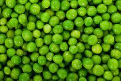 Régime-frais-vert-légume-nature-pois-texture-végétarien-vitamine-1560x1040.jpg