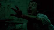 Адама оставили умирать в ванной.