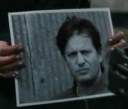 Джилл показывает фото Хоффману