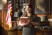 4x15 - Holly 2 (Official)