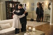 4x13 - Olivia Pope and Huck 01