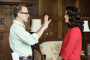 5x01 - Tom Verica and Bellamy Young 01