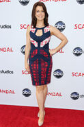 2013 Live Table Read - Bellamy Young 02