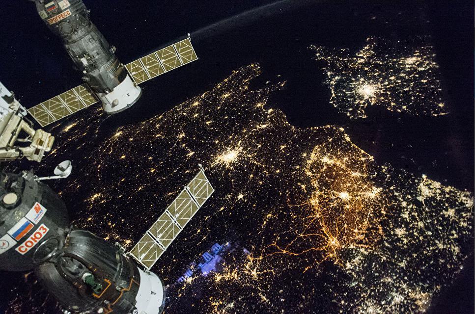 НАСА: экипаж МКС собрал первый космический урожай китайской капусты