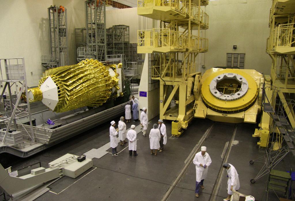RIAN archive 930415 Russian Spektr R space-born radio telescope.jpg
