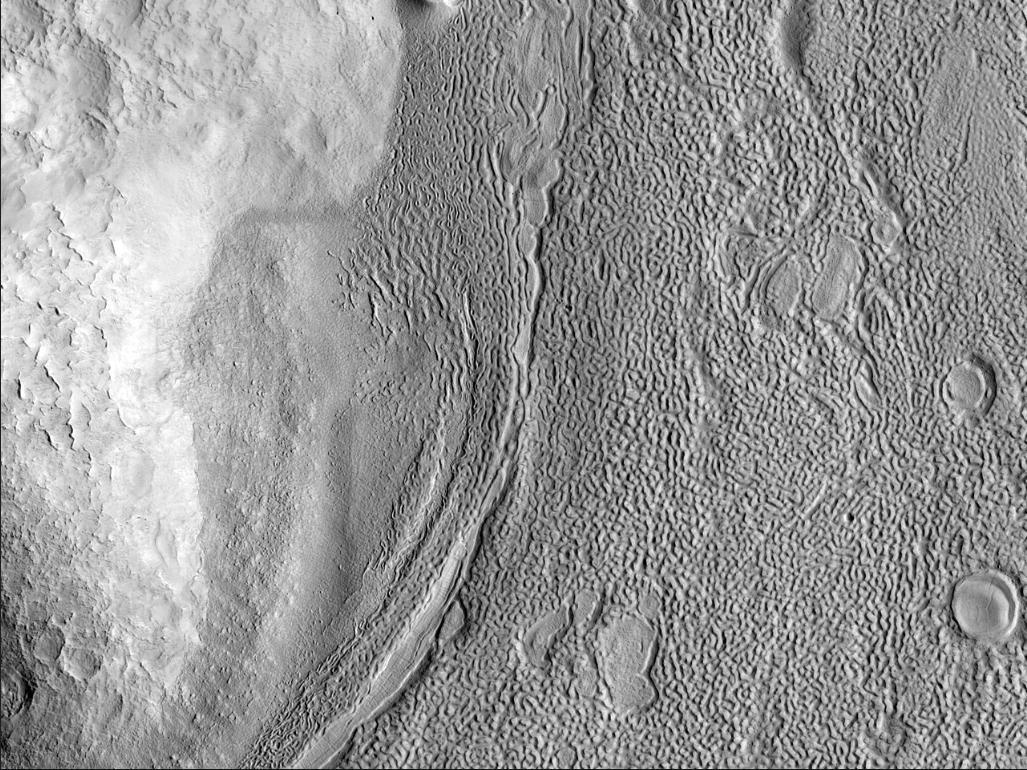 Марс - Древние ледниковые потоки в столовых горах Protonilus Mensae
