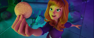 Daphne Hold Scooby Snax