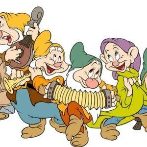 The-Seven-Dwarfs-snow-white-and-the-seven-dwarfs-6412671-800-429.jpg