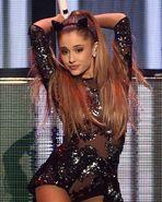 Ariana-grande-posing