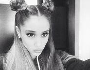 Ariana-grande-double-bun-1