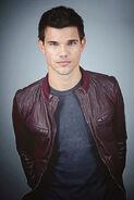 Taylor-Lautner12