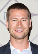 FOX-Emmy-After-Party-Glen-Powell-2