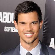 Taylor-Lautner22